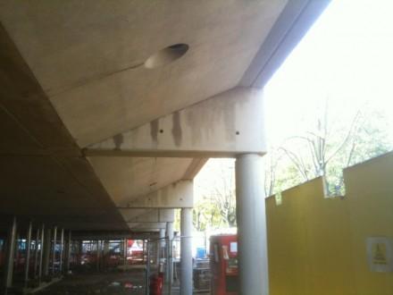 Slab rib beam at column connection